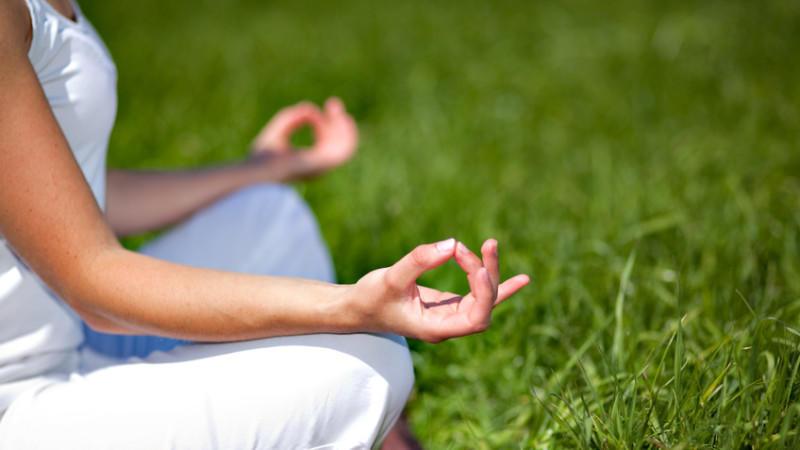 Auch für Yoga-Kurse gibt es einen Zuschuss von der Krankenkasse.