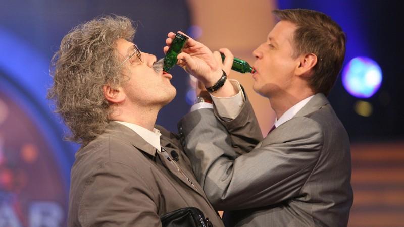 Günther Jauch und Horst Schlämmer trinken Brüderschaft