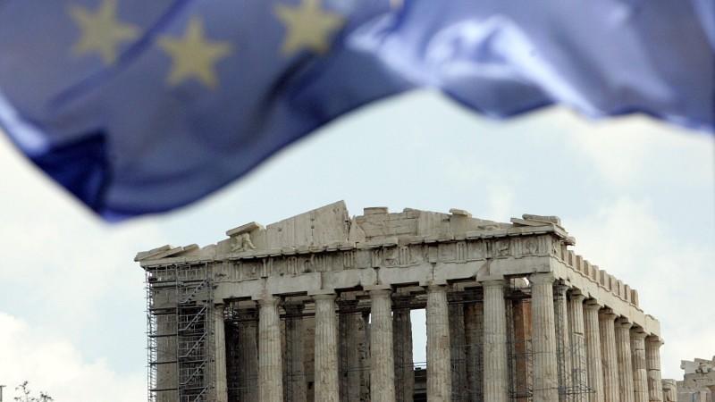 Kanzlerin Merkel hat den Griechen offenbar eine Volksabstimmung über den Verbleib des Landes in der Eurozone vorgeschlagen.