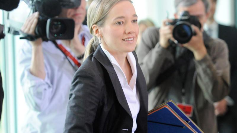 In der Debatte über die permanente Erreichbarkeit in der Arbeitswelt plädiert Familienministerin Schröder (CDU) für einen störungsfreien Sonntag.