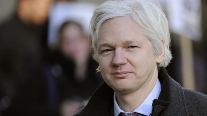 Wikileaks-Gründer Julian Assange ist in die Botschaft von Ecuador in London geflohen und hat dort politisches Asyl beantragt.