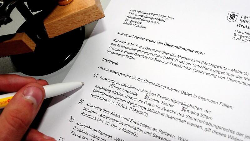 Ursprung der Änderungen sind laut Hans-Peter Uhl (CSU) die Meldeämter selbst.