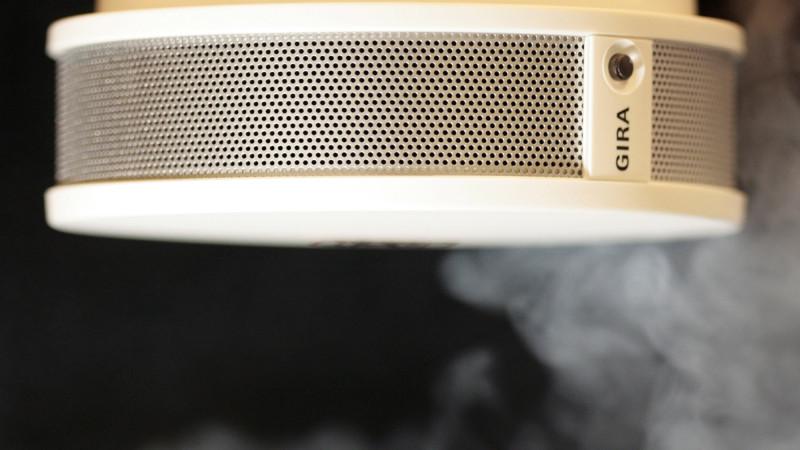 rauchmelder kleine ger te mit lebensrettender aufgabe. Black Bedroom Furniture Sets. Home Design Ideas