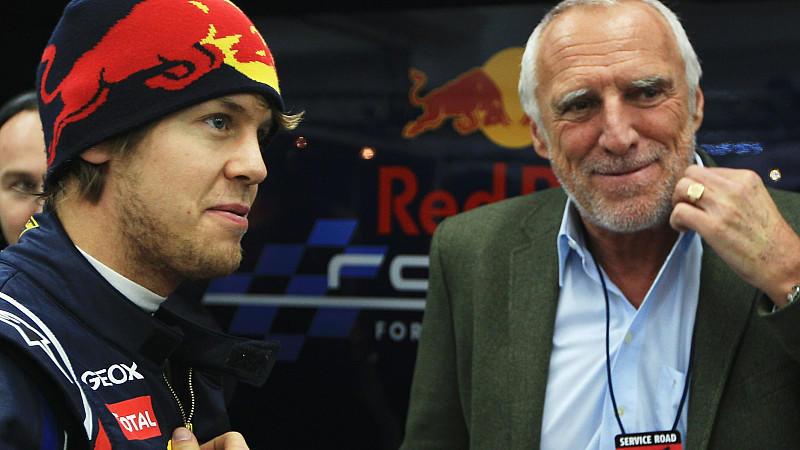 Obwohl Ferrari weiter um die Dienste von Sebastian Vettel buhlt, bleibt Red-Bull-Besitzer Dietrich Mateschitz (rechts im Bild) gelassen.