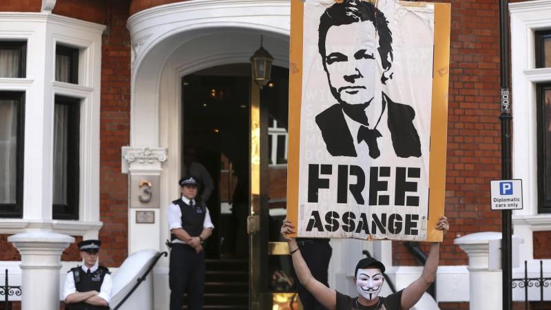 Julian Assange ist noch in der ecuadorianischen Botschaft in London. Er will aus der Botschaft ein Statement verlesen.
