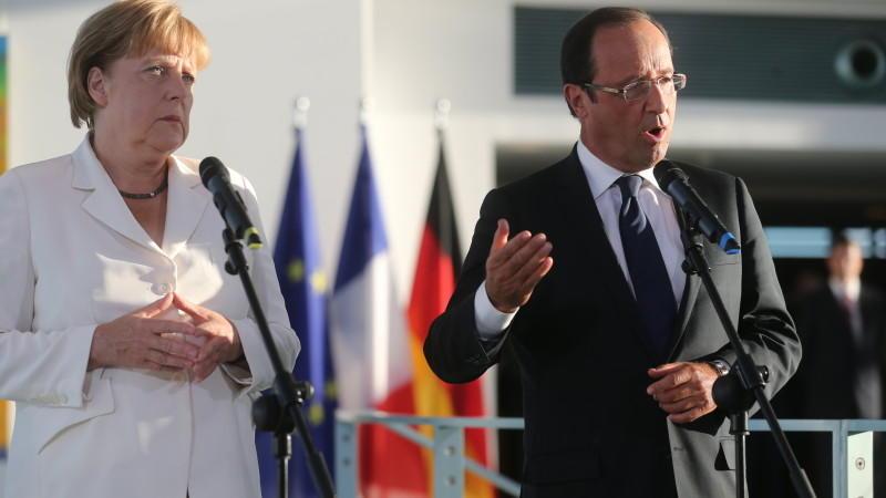 Merkel und Hollande fordern von Athen die Einhaltung der Zusagen. Gleichzeitig wollen Sie, dass Griechenland in der Euro-Zone bleibt.