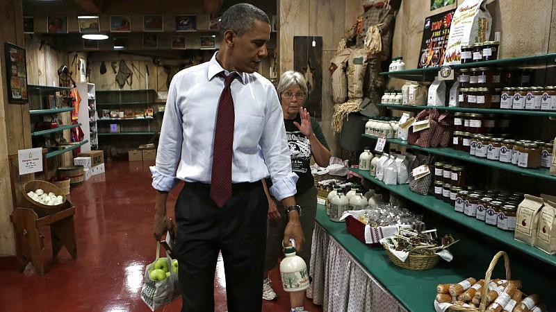 Der Präsident kauft ein: Frische Äpfel und Ahorn-Sirup.