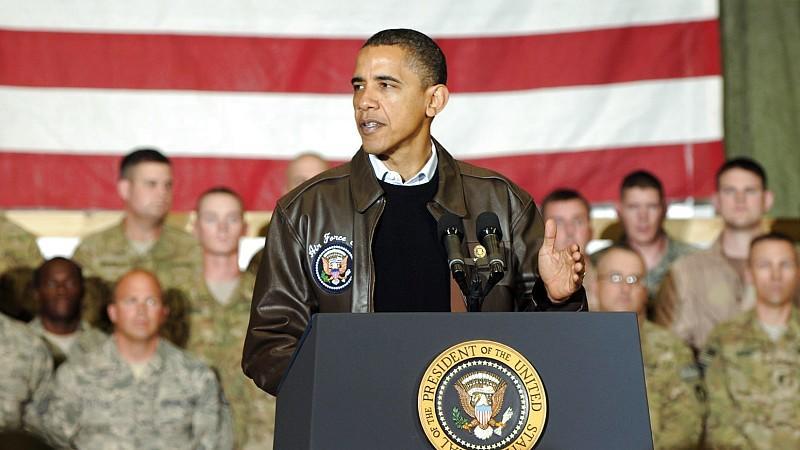 US-Präsident Barack Obama spricht am 03.12.2010 vor Soldaten auf dem Bagram Airfield in Afghanistan.