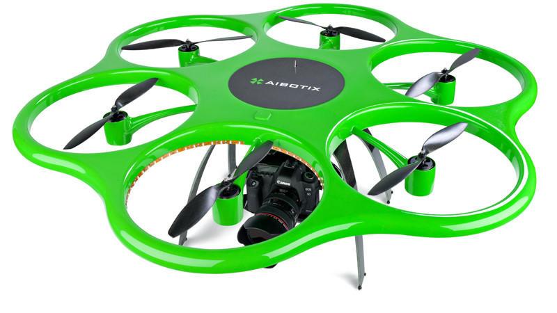 Mit der Aibot X6-Drohne können Hochspannungsleitungen kontrolliert werden