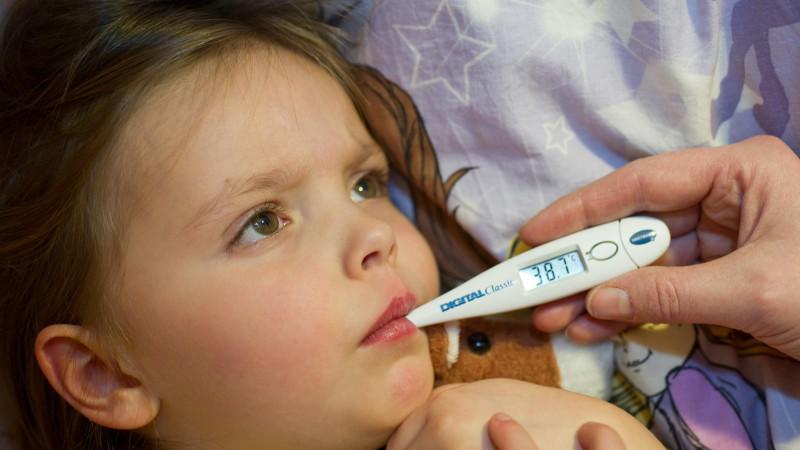 Die Infektion zeichnet sich durch eine Entzündung und Schwellung der Ohrspeicheldrüsen aus