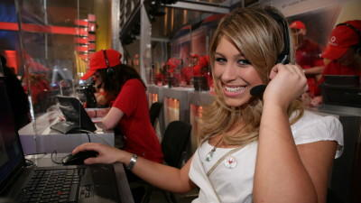 Vodafone-Mitarbeiter helfen am Telefon