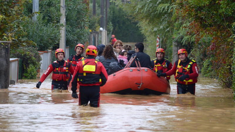 Überflutungen in italien ein toter mehrere vermisste