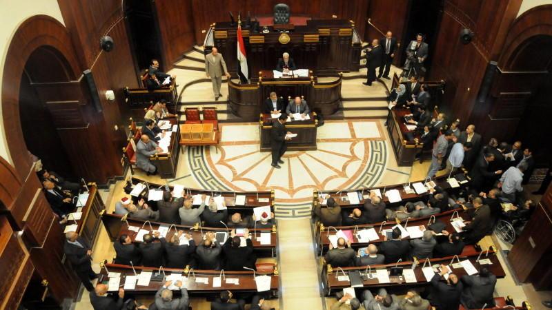 Das mehrheitlich mit Islamisten besetzte ägyptische Verfassungskomitee hat im Eilverfahren über seinen umstrittenen Entwurf für eine neue stark islamisch geprägte Verfassung abgestimmt.