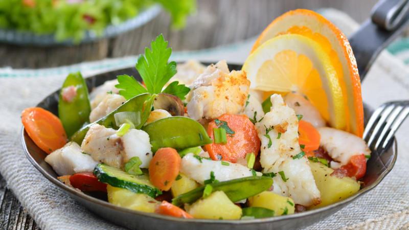 Lecker gekochter Fisch mit Gemüse!