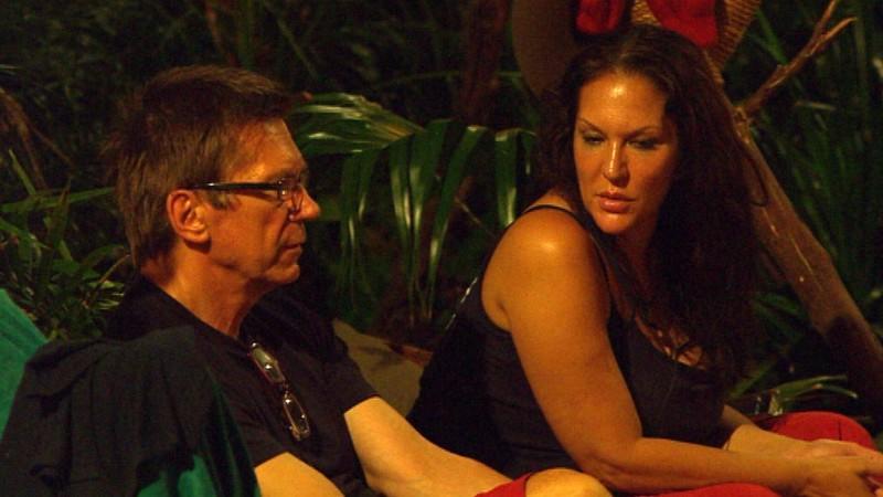 Dschungelcamp-Kandidatin Allegra schüttet Arno Funke ihr Herz aus.