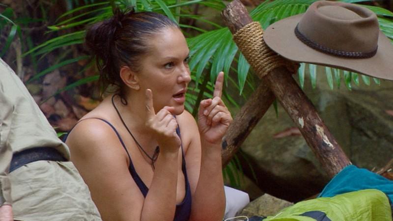Dschungelcamp-Kandidatin Allegra Curtis wurde von der letzten Frau ihres Vaters bestohlen.