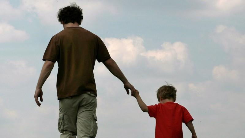 Der Bundestag will ledigen Vätern ein Mitsorgerecht an ihren Kindern ermöglichen.