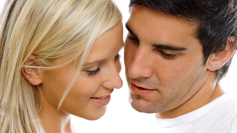 Große Liebe oder große Enttäuschung? Anfangs liebenswerte Angewohnheiten des Partners verwandeln sich manchmal in echte Nerv-Faktoren.