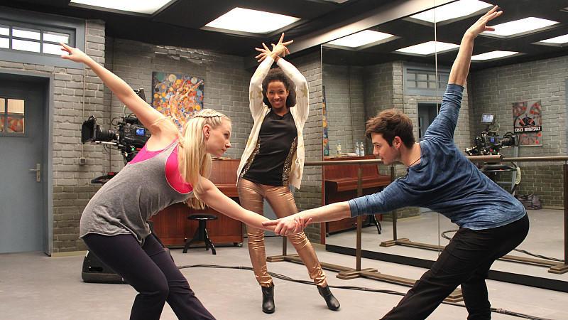 Jenny Bach (links), Jennifer Dessin-Brasching (Mitte) und Marc Schöttner (rechts) sind die neuen Tänzer bei AWZ