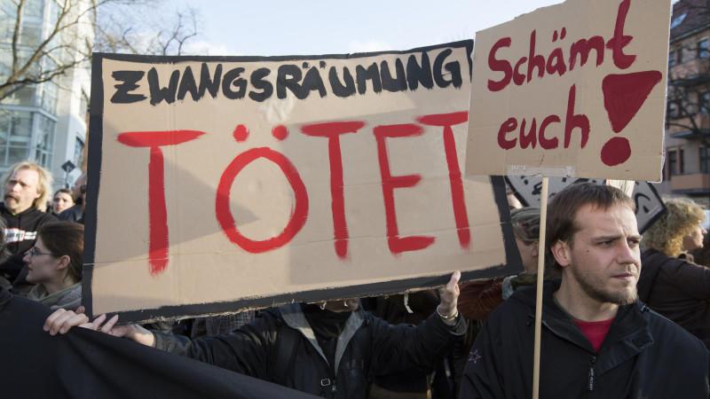 Heftige Proteste in Berlin: Eine schwerkranke Frau starb nachdem ihre Wohnung zwangsgeräumt wurde.