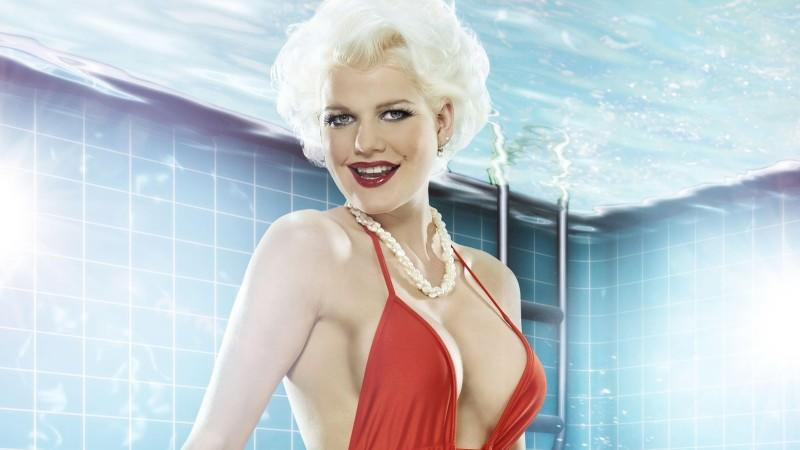 """Ex-Bachelor Kandidatin Melanie Müller will """"Pool Champion"""" werden."""