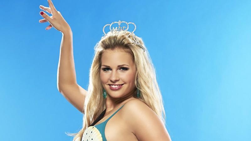 "Als ""Miss Germany 2013"" geht Caroline Noeding bei den ""Pool Champions"" an den Start."
