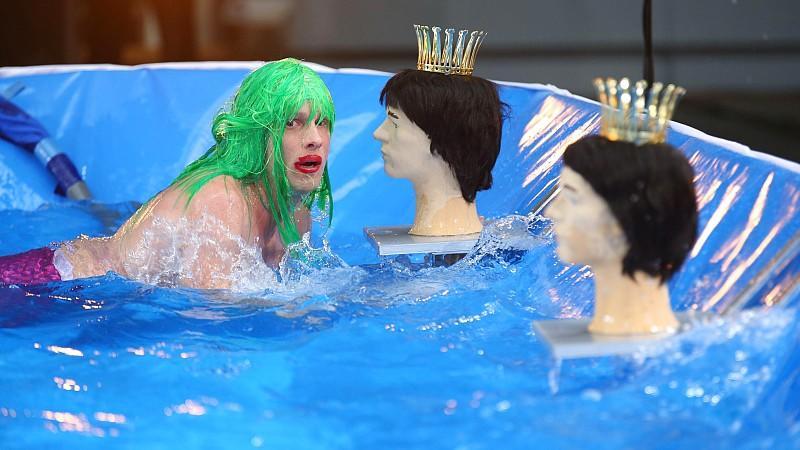 """Geht Oliver Pocher in der zweiten Show von """"Alle auf den Kleinen"""" erneut baden?"""