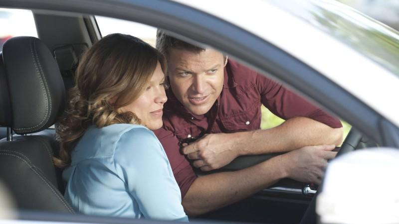 Wird Callie den Everglades und Jim bald den Rücken kehren? Sie erzählt Jim von ihrem Vorstellungsgespräch, das sie optimistisch in die Zukunft blicken lässt.
