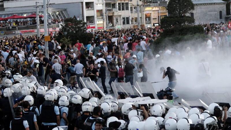 Polizei räumt Taksim-Platz mit Gewalt