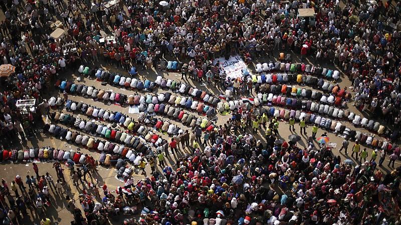 Tausende versammeln sich auf den zentralen Plätzen Ägypten und fordern Präsident Mursi zum Rücktritt auf.