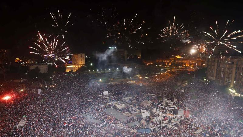 Auf dem Tahrir-Platz in Kairo stiegen nach Mursis Absetzung Feuerwerksraketen in den Himmel.