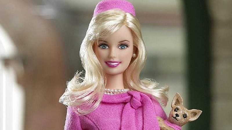 Fotos des menschlichen Barbie vor und nach dem Abnehmen