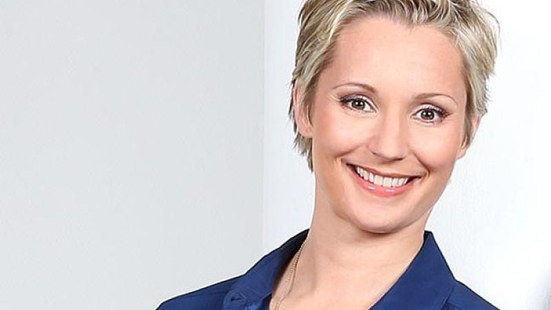 Als Moderatorin der neuen RTL-Sendung 'Nicht mit uns! - Die große Schäppchenlüge' entlarvt Janine Steeger die Tricks der Werbe-Industrie.