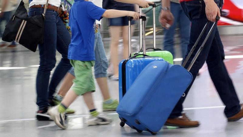 Raus aus dem Urlaub: Was darf der Arbeitgeber?