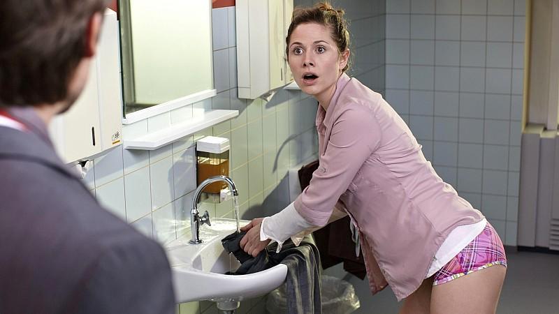 """""""Sekretärinnen - Überleben von 9 bis 5"""": Katja Neumann (Ellenie Salvon Gonzáles) blamiert sich"""