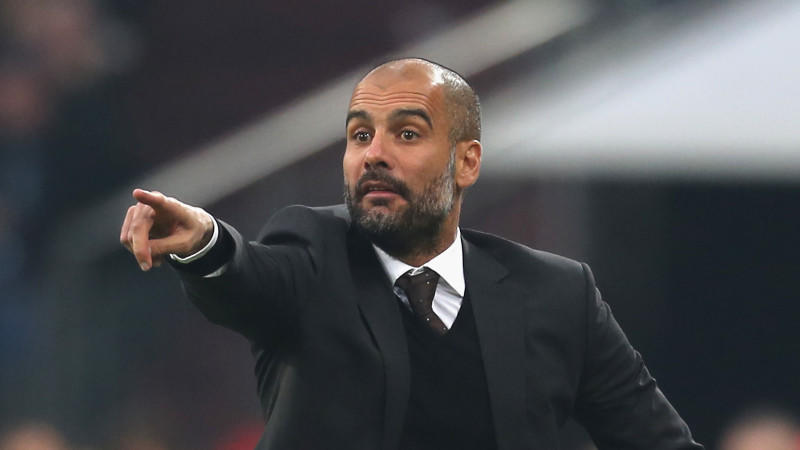 Pep Guardiola gestikulierte auf Schalke mal wieder wie verrückt.