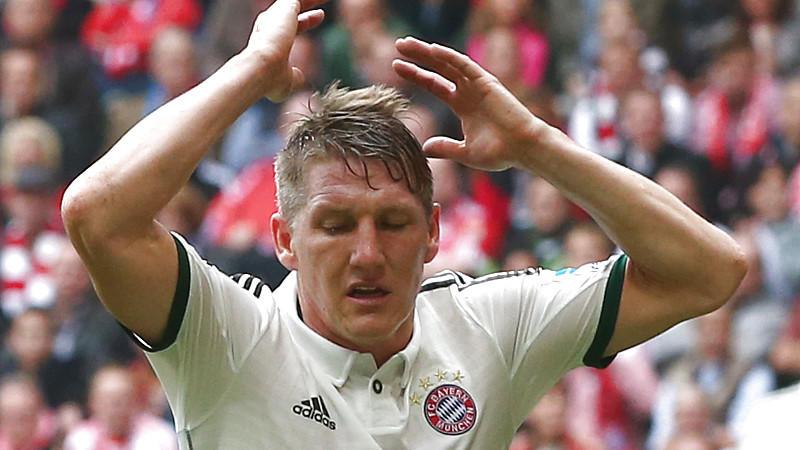 Bastian Schweinsteiger hätte gegen Wolfsburg Rot sehen müssen.