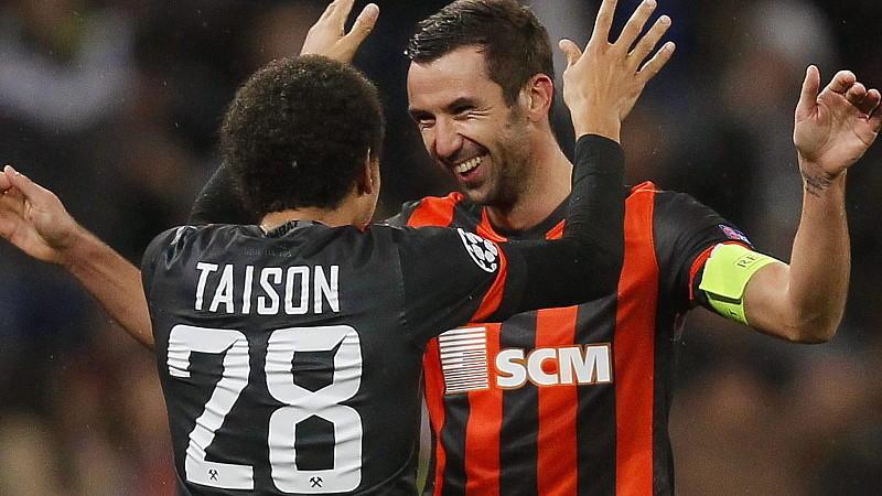 Bejubeln das 1:1 gegen Manchester United: Taison und Donezk-Kapitän Darijo Srna.