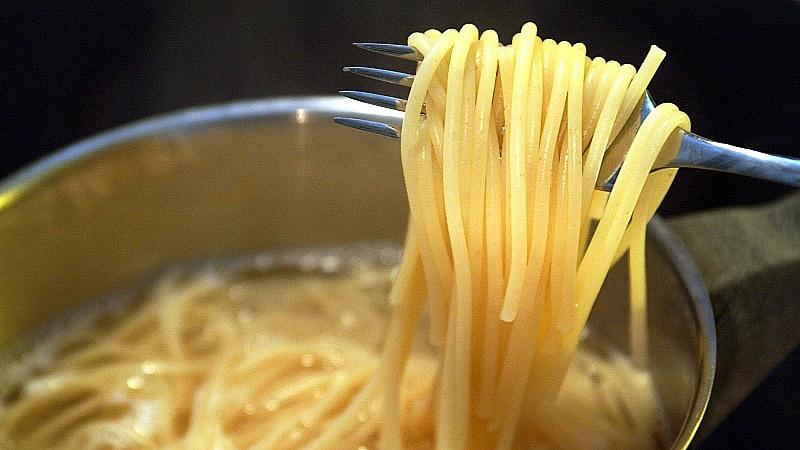 Frisch gekochte Spaghetti . (Aufnahme vom 20.1.2003).null
