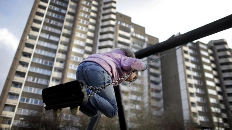 300.000 Kinder und Jugendliche leben wegen fehlender Job-Chancen ihrer Eltern in Armut und Perpektivlosigkeit.
