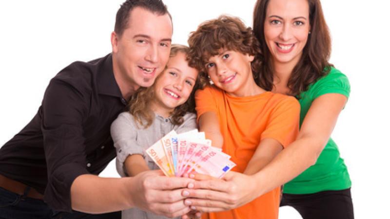Strom sparen: So spart eine Familie fast 300 Euro Stromkosten im Jahr