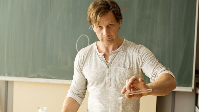 """Hendrik Duryn spielt in der Serie """"Der Lehrer"""" den coolen Pauker Stefan Vollmer."""