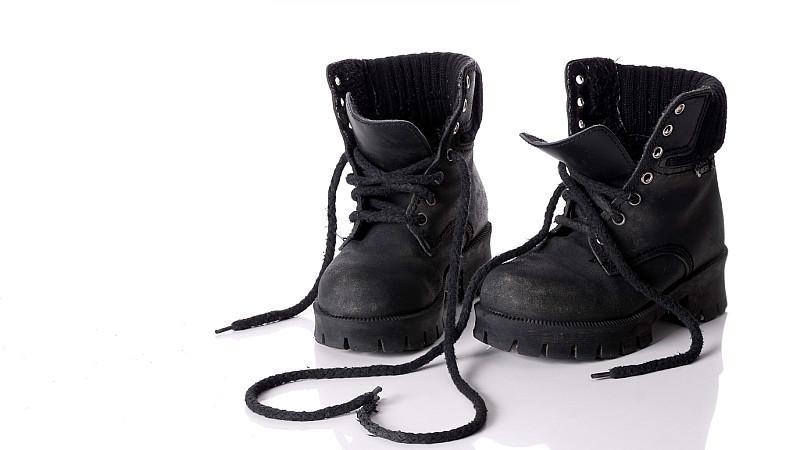 schwarze Winterschuhe