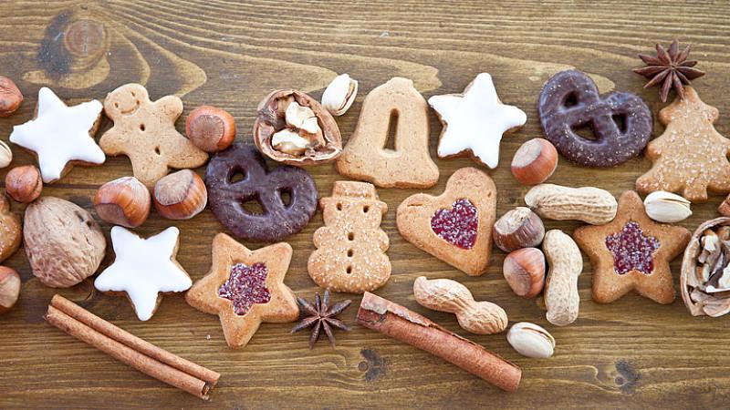 Lebkuchen, Dominosteine und andere Weihnachtsgebäcke. sind bereits Ende August wieder im Handel zu kaufen. Dort werden sie als Herbstgebäck verkauft.