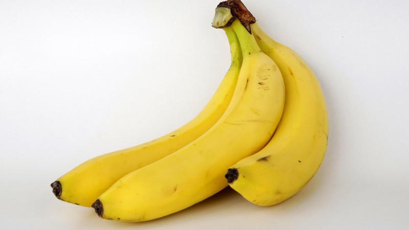 Studioaufnahme von Bananen. Aufnahme vom 23.11.2008. Foto: David Ebener dpa/lnw +++(c) dpa - Report+++