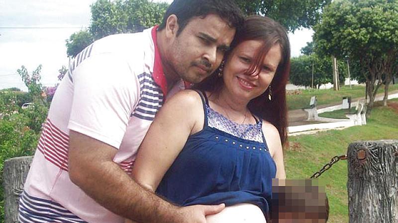 Das junge Paar geriet bei einem Unfall mit seinem Motorrad unter einen LKW.