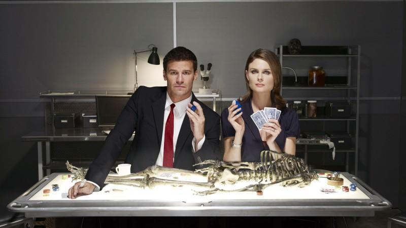 """""""Bones - Die Knochenjägerin"""" geht in die finale Staffel: Bei RTL und TV NOW können Sie verfolgen, wie es mit Booth und Bones weitergeht."""