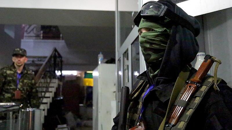 Lage in der Ost-Ukraine spitzt sich zu Anti-Terror-Einsatz gegen Separatisten