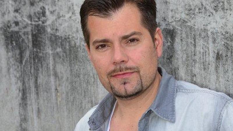 Daniel Fehlow spielt bei GZSZ Leon Moreno.