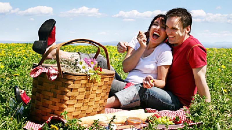 Ein Picknick im Grünen ist herrlich - erst Recht mit leckerer Verpflegung im Gepäck. Klaus Velten verrät leckere Rezepte für Ihr Picknick.